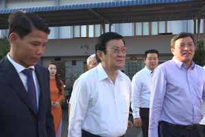 Nguyên chủ tịch nước thăm và tặng quà tại BX Miền Tây