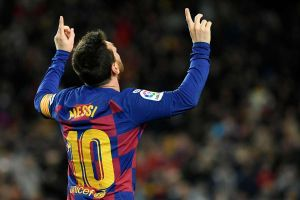 Vidal giật gót điệu nghệ cho Messi ghi bàn hạ Granada