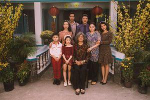 Vũ Hà rưng rưng vì thấy gia đình 4 thế hệ trong dự án Tết của Mr Đàm