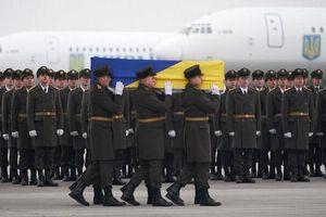 Thi thể các nạn nhân vụ rơi máy bay Ukraine được đưa về nước