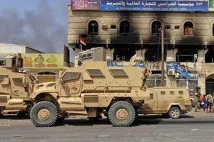 Tấn công tên lửa nhằm vào doanh trại ở Yemen: 80 người chết