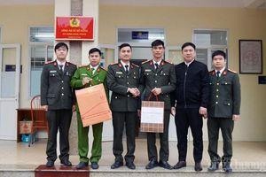 Hà Nội: Thăm hỏi các gia đình liệt sĩ, đoàn viên thanh niên công an dịp Tết Nguyên đán