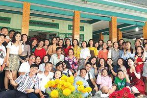 Dòng tộc 100 người họp mặt đầu năm