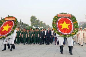 Lãnh đạo TPHCM dâng hương, dâng hoa Chủ tịch Hồ Chí Minh và các anh hùng, liệt sĩ