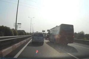 Xe khách chạy ẩu, gây tai nạn 'dồn toa' trên cao tốc ngày cận Tết
