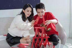 Triệu Lệ Dĩnh và Phùng Thiệu Phong đẹp đôi, tình tứ trong bộ ảnh quảng cáo mới nhất
