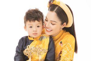 Mẹ con Dương Cẩm Lynh diện áo dài cực xinh trước thềm xuân Canh Tý 2020