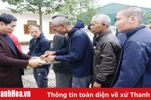 Phó Chủ tịch UBND tỉnh Phạm Đăng Quyền thăm, chúc tết các đơn vị y tế tại Ngọc Lặc