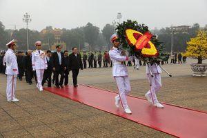 Cán bộ, công chức, viên chức, người lao động Ban Tổ chức Trung ương vào Lăng viếng Chủ tịch Hồ Chí Minh