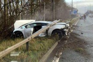 'Xế hộp' nát bét, sao MU bình an vô sự sau tai nạn giao thông