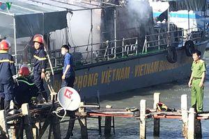 Tàu của Bộ đội Biên phòng Bình Thuận bốc cháy khi đang neo tại cảng cá