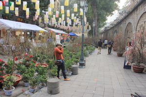 Ngập tràn không khí Tết cổ truyền trên phố bích họa Phùng Hưng