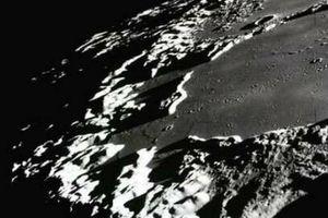 Bất ngờ lý giải sáng tỏ các miệng hố tối của Mặt trăng