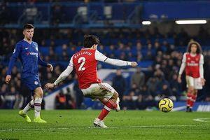 Chơi thiếu người, Arsenal vẫn có điểm ở derby London