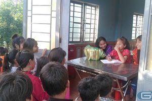 Bữa cơm bán trú níu chân học sinh ở trường Pa Nang