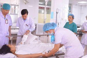Nối thành công cánh tay bị chém đứt lìa cho bệnh nhân