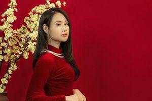 'Nữ thần đấu kiếm' Lê Minh Hằng đằm thắm trong bộ ảnh đón Tết Canh tý