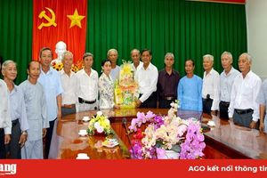 Ban Trị sự Phật giáo Hòa Hảo các xã, thị trấn thăm và chúc Tết Huyện ủy Châu Thành