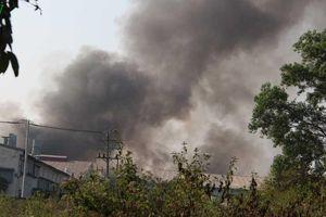 Đã khống chế được vụ cháy nhà xưởng rộng khoảng 2.000m2 ở Bình Dương