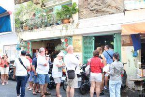 Đoàn khách Ba Lan trải nghiệm tour 'Biệt động Sài Gòn'