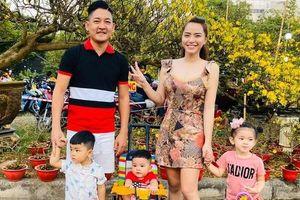 Tăng Thanh Hà gặp bạn bè, gia đình Hải Băng đi chợ hoa ngày Tết
