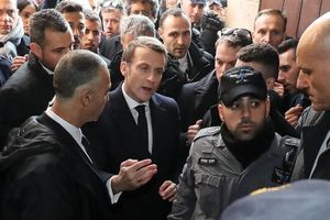 TT Macron quát nhân viên an ninh Israel khi thăm Jerusalem
