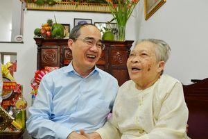 Bí thư Thành ủy TPHCM Nguyễn Thiện Nhân thăm, chúc Tết gia đình chính sách