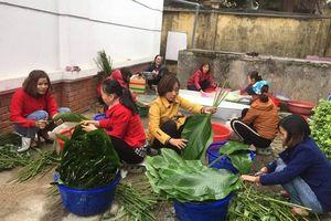Hà Nội: Gói gần 700 bánh chưng tặng người nghèo đón Tết