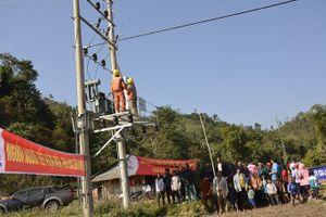 Gần 200 hộ dân xã vùng sâu ở Điện Biên có điện lưới quốc gia trước Tết Canh Tý