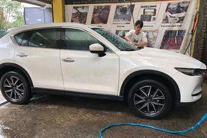 Dịch vụ rửa xe tấp nập, kiếm bộn tiền ngày giáp Tết