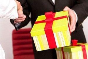 Xử lý kịp thời những trường hợp tặng quà, nhận quà trái quy định