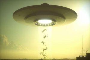 Chấn động vụ UFO đeo bám dai dẳng tàu sân bay Mỹ