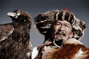 Bộ tộc dùng 'thần điểu' để săn thú