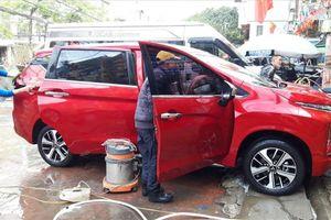 Giá rửa xe ngày Tết: Ô tô tăng 4 lần, xe máy gấp 3 vẫn đông nghịt khách