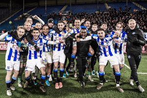 Văn Hậu và đồng đội ăn mừng Heerenveen vào tứ kết Cúp Quốc gia Hà Lan