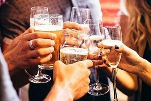 Bộ Y tế ra khuyến cáo về rượu, bia và sức khỏe ngày Tết