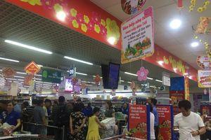Người dân Đà Nẵng tranh thủ mua sắm vào 30 tết