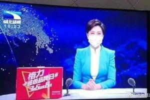 Nữ MC ở Vũ Hán đeo khẩu trang dẫn chương trình gây tranh cãi