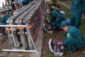 Trận địa pháo hoa trước giờ khai hỏa ở Hà Nội