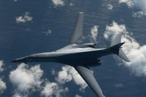 Máy bay ném bom B-1B Lancer của Mỹ sẽ bay cao hơn và… chậm hơn?