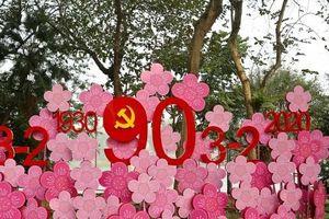 Chùm ảnh: Hà Nội trang hoàng cờ hoa rực rỡ mừng Đảng, chào xuân mới 2020