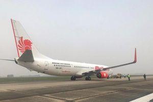 Máy bay Malaysia hạ cánh khẩn cấp sau tiếng nổ lớn