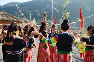 Sắc màu lễ hội nơi đầu nguồn sông Đà