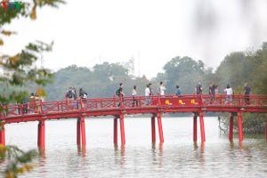 Phố phường Hà Nội yên bình, thảnh thơi trong ngày 30 Tết