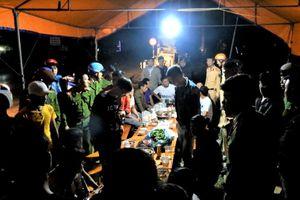 Cảnh sát truy bắt nhóm trai làng chém người sau đêm giao thừa