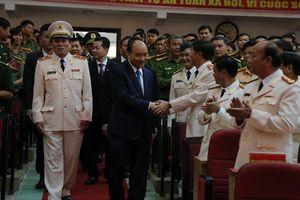 Thủ tướng Nguyễn Xuân Phúc chúc Tết lực lượng vũ trang và nhân dân thành phố Đà Nẵng