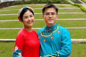 Ngọc Hân mặc áo dài du Xuân cùng đại gia đình nhà bạn trai ngày mùng 1 Tết