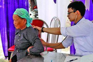 Chuyện cười ra nước mắt của bác sĩ trẻ chữa bệnh ở vùng cao