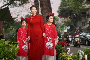 3 mẹ con Thanh Hương mặc đồ đôi dạo phố du xuân hút bao ánh nhìn