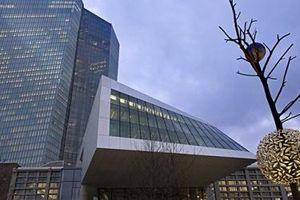 ECB giữ nguyên lãi suất ở mức thấp kỷ lục gần 0%